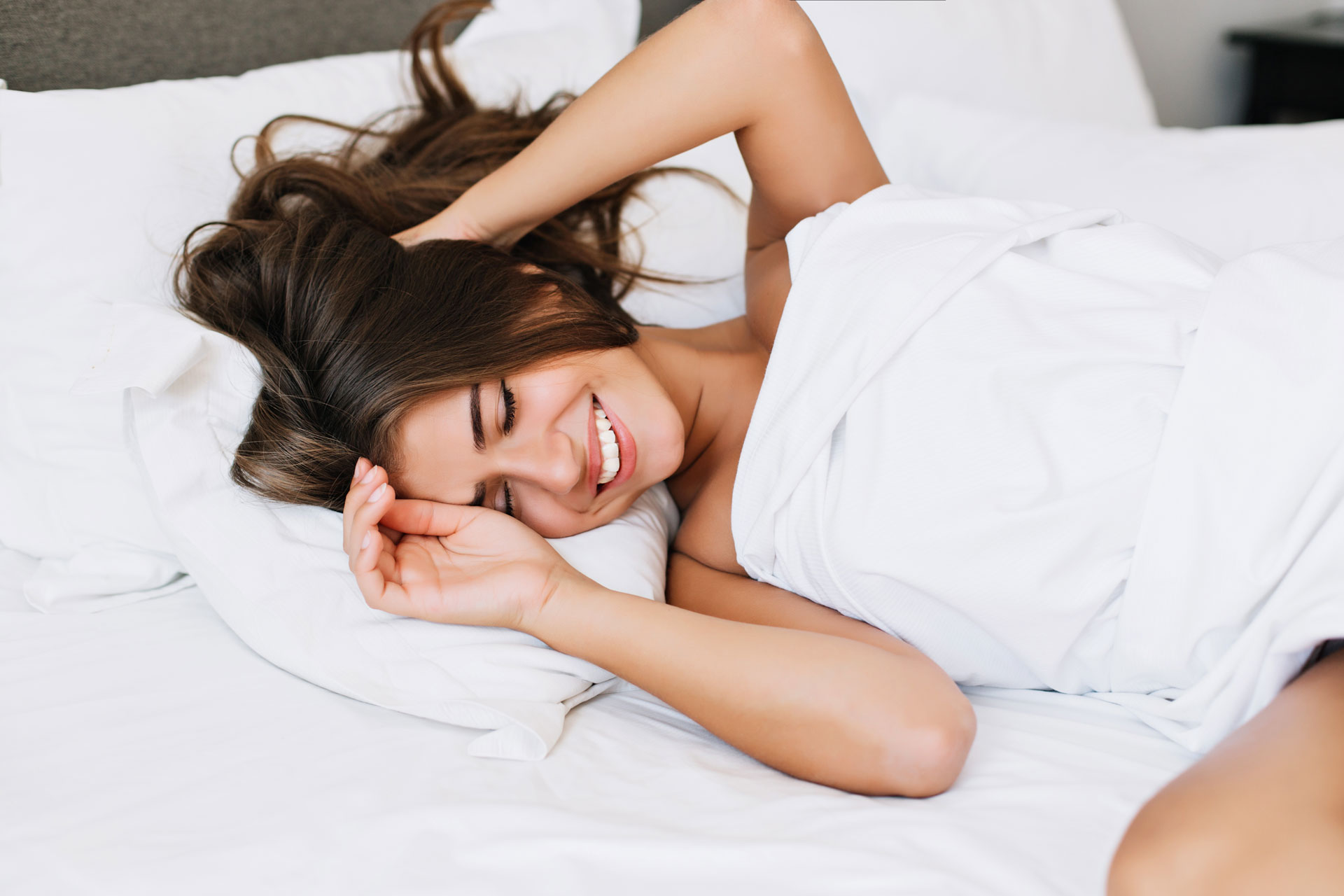 girl bed smile