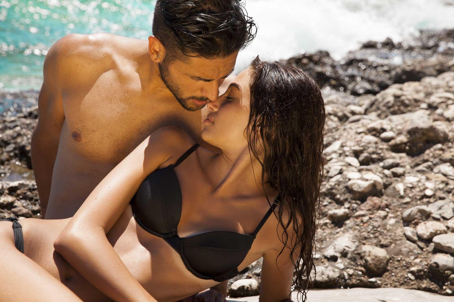 couple amoureux en été